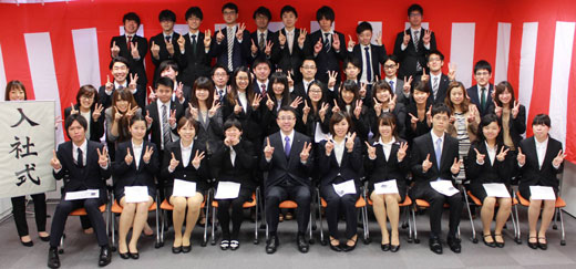 150401a 入社式でした 4月1日は今年も入社式でした。現在は香港経由の社員の入社も平行して